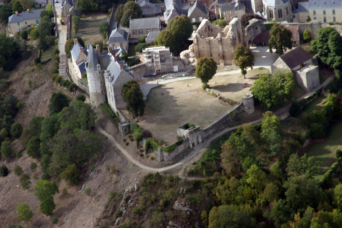 Sainte-Suzanne Château