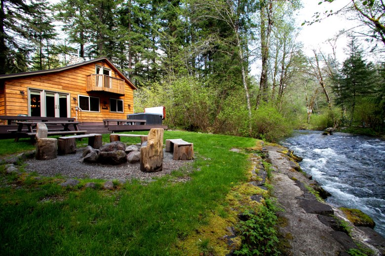 Three bears lodge visit rainier for Cabins near mount magazine