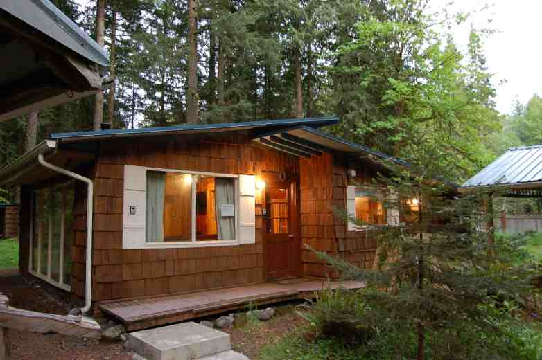 Stepping Stone Cabin Exterior