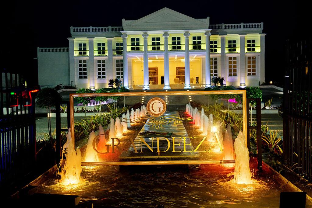 Grandeeza Luxury Hotel