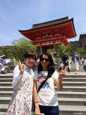 Kiyomuzudera'da bize rehber olan öğrencilerden