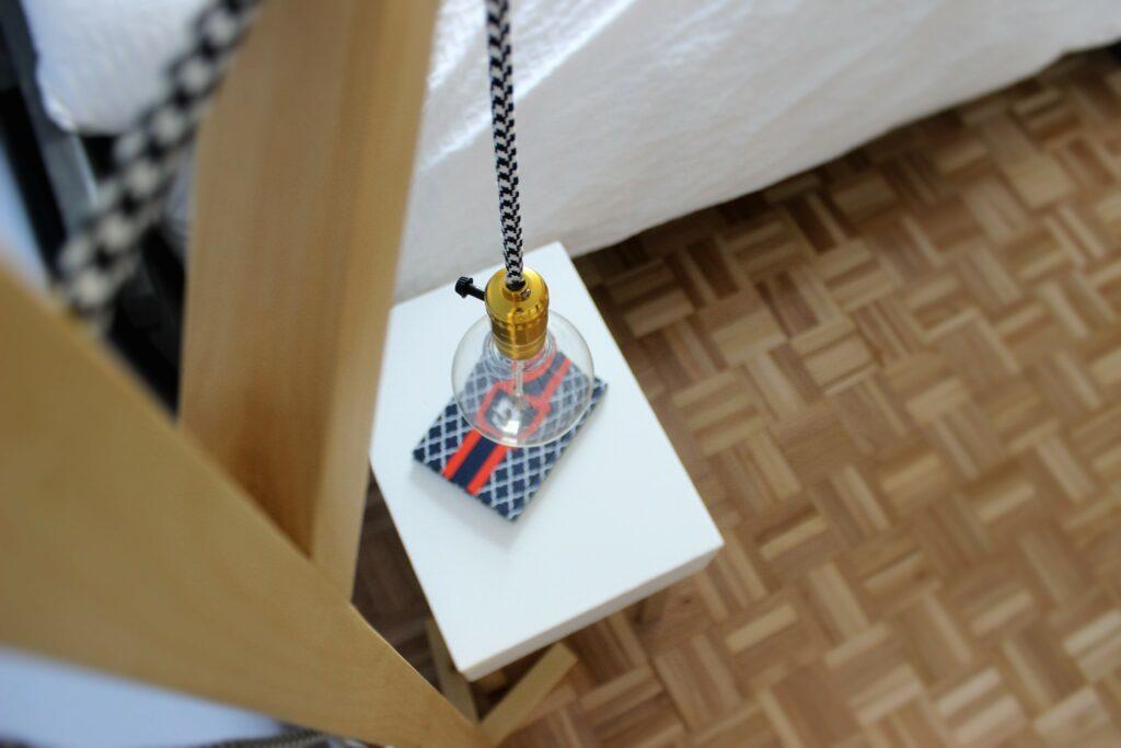 DIY lampe une pied avec ampoule vintage