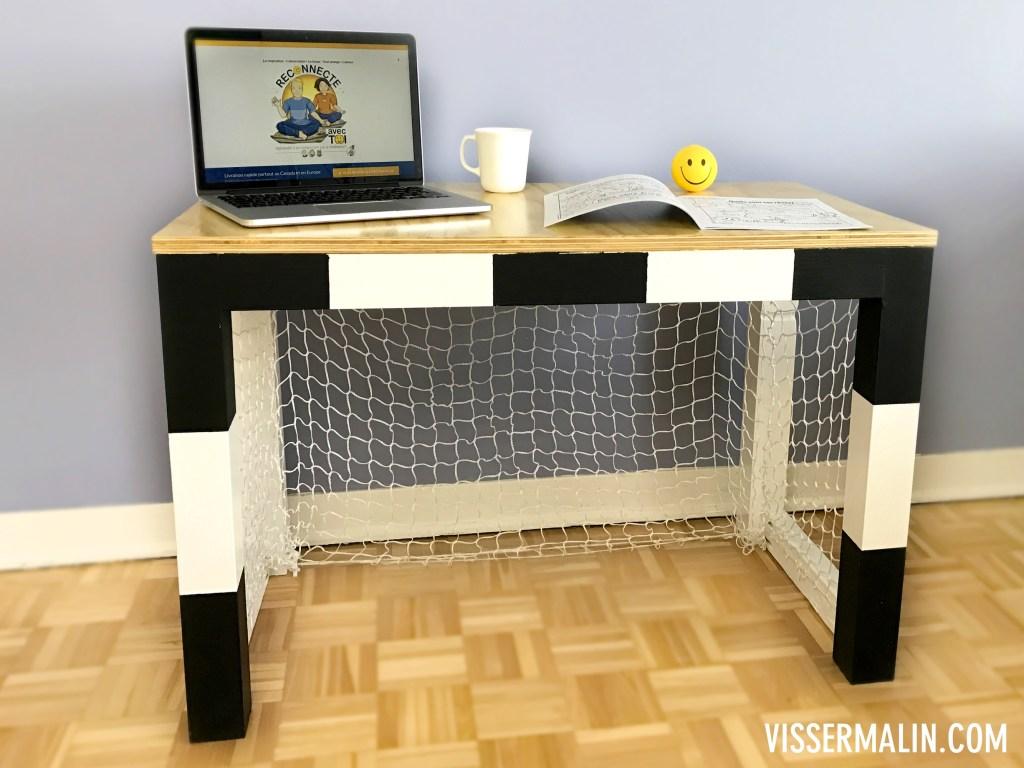 Meuble en carton vissermalin for Fabriquer un meuble bureau