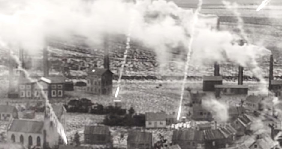 Scene showing meteors impacting the town in The End of the World (1916).