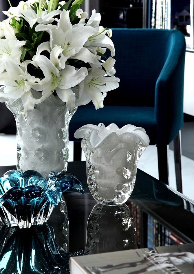 I love this moment in blue with the chic garniture of Italian Glass on a clean lacquered tray