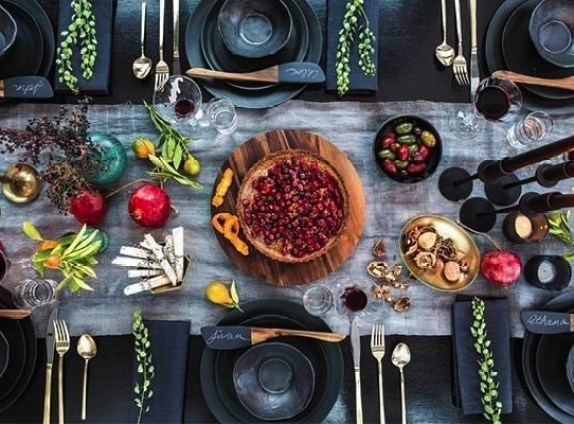 Holiday table setting | VT Home