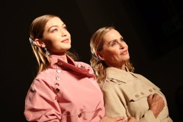 Lauren Hutton & Gigi Hadid