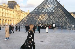 Lisa marie mccomb on her way to the louis vuitton show at le louvre