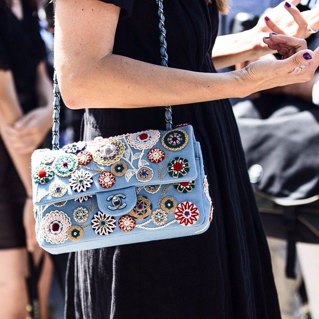 embroidered bag street styl