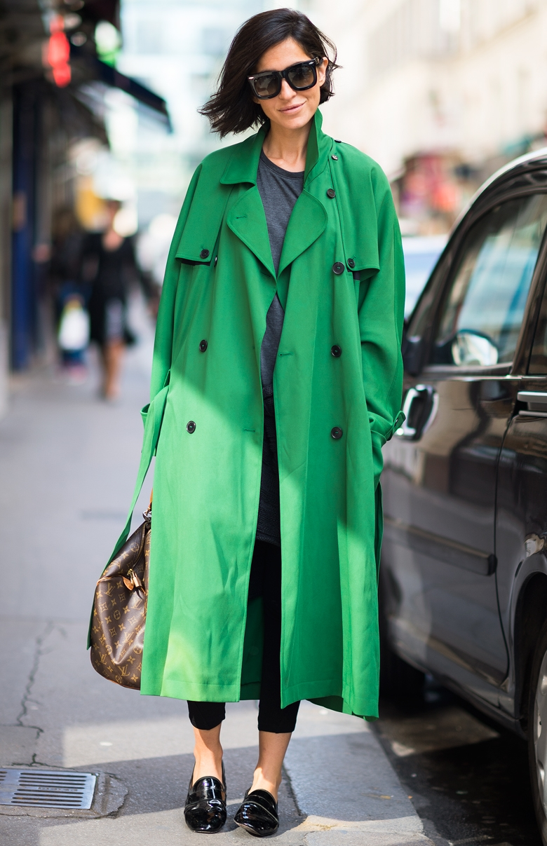 green trench coat street style