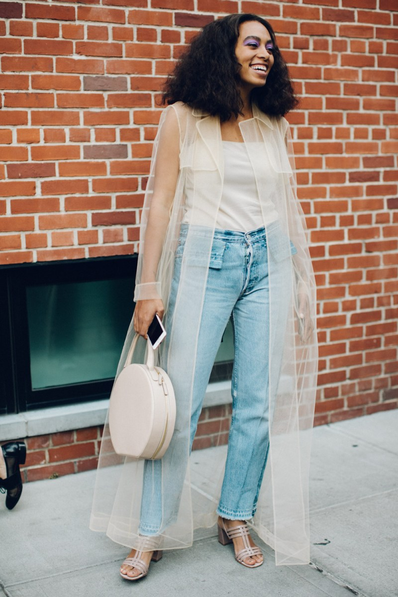 lightweight trench coat to wear during summer ootd street style