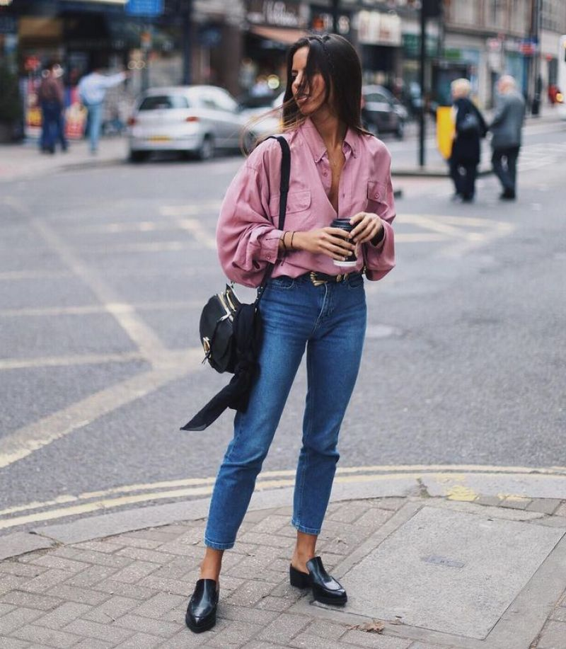 Street style blogger in a pink balloon blouse and jeans