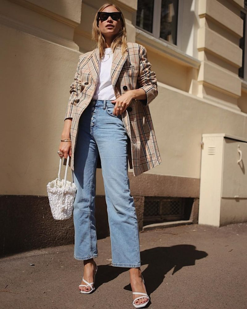 street style shot of girl wearing square toe strappy sandals, jeans, white shirt, basket bag and white tee
