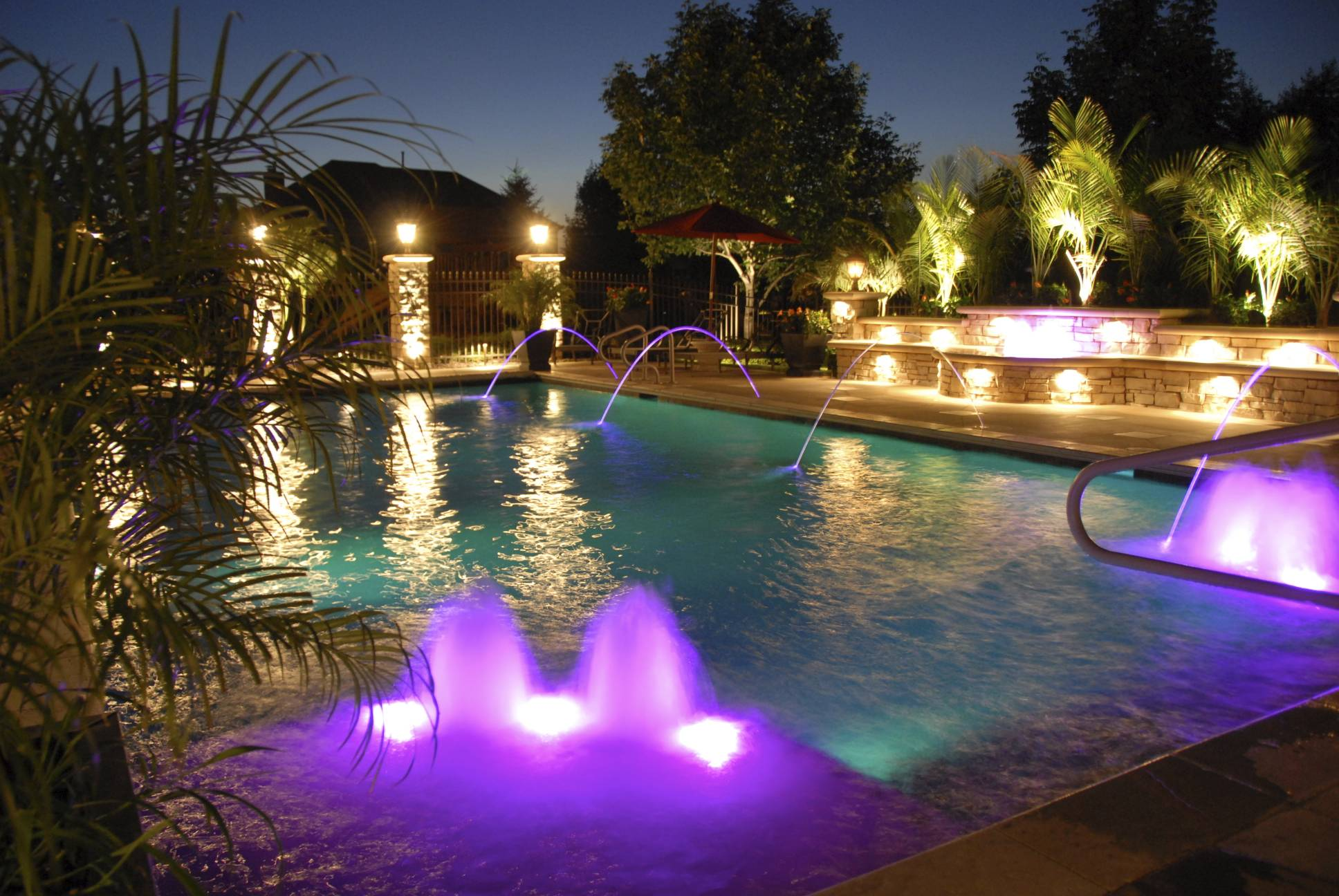Visual Aquaticsthe best in pool and spa lighting