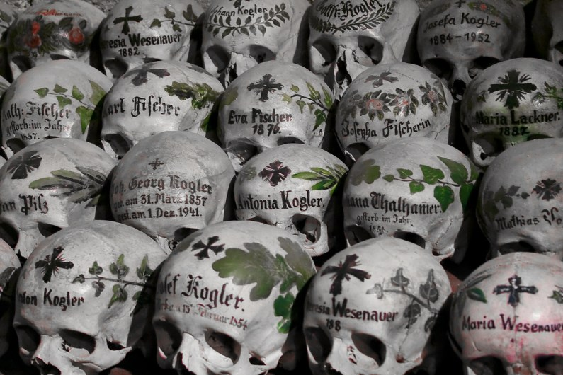 Totenschädel / painted skulls in Hallstatt - Photo by H.KoPP