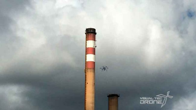 Obra civil, revisión de chimeneas con drones.
