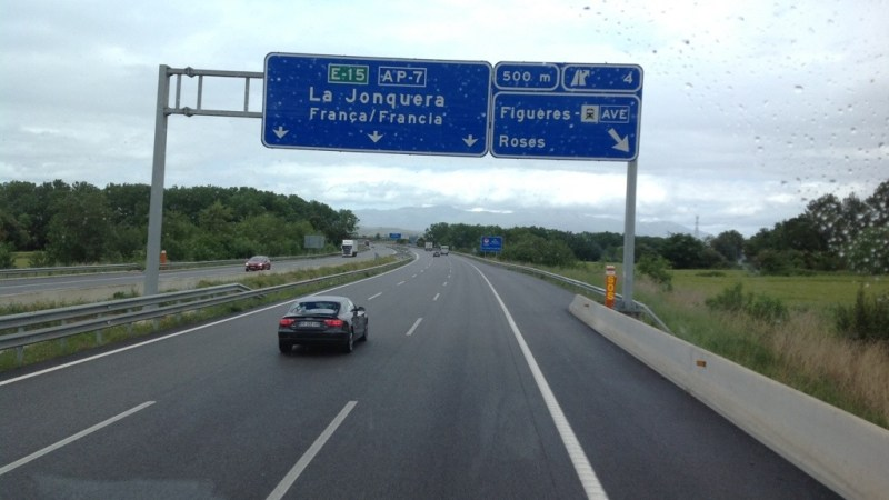 Dopo 320 km ci fermiamo a Figueres, stanchi