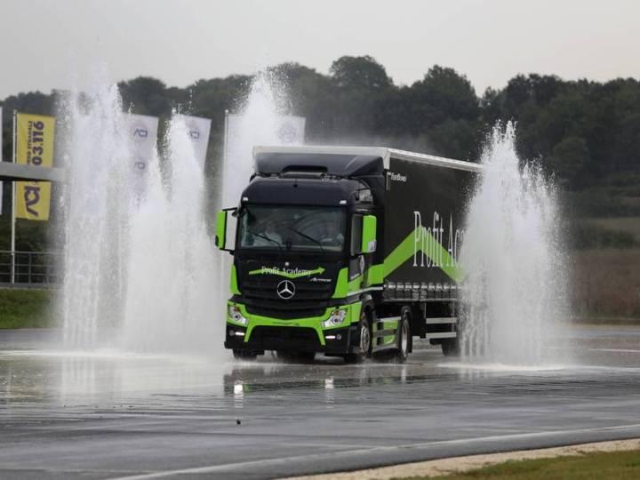 Corso di guida sicura camion: i video degli esercizi in pista