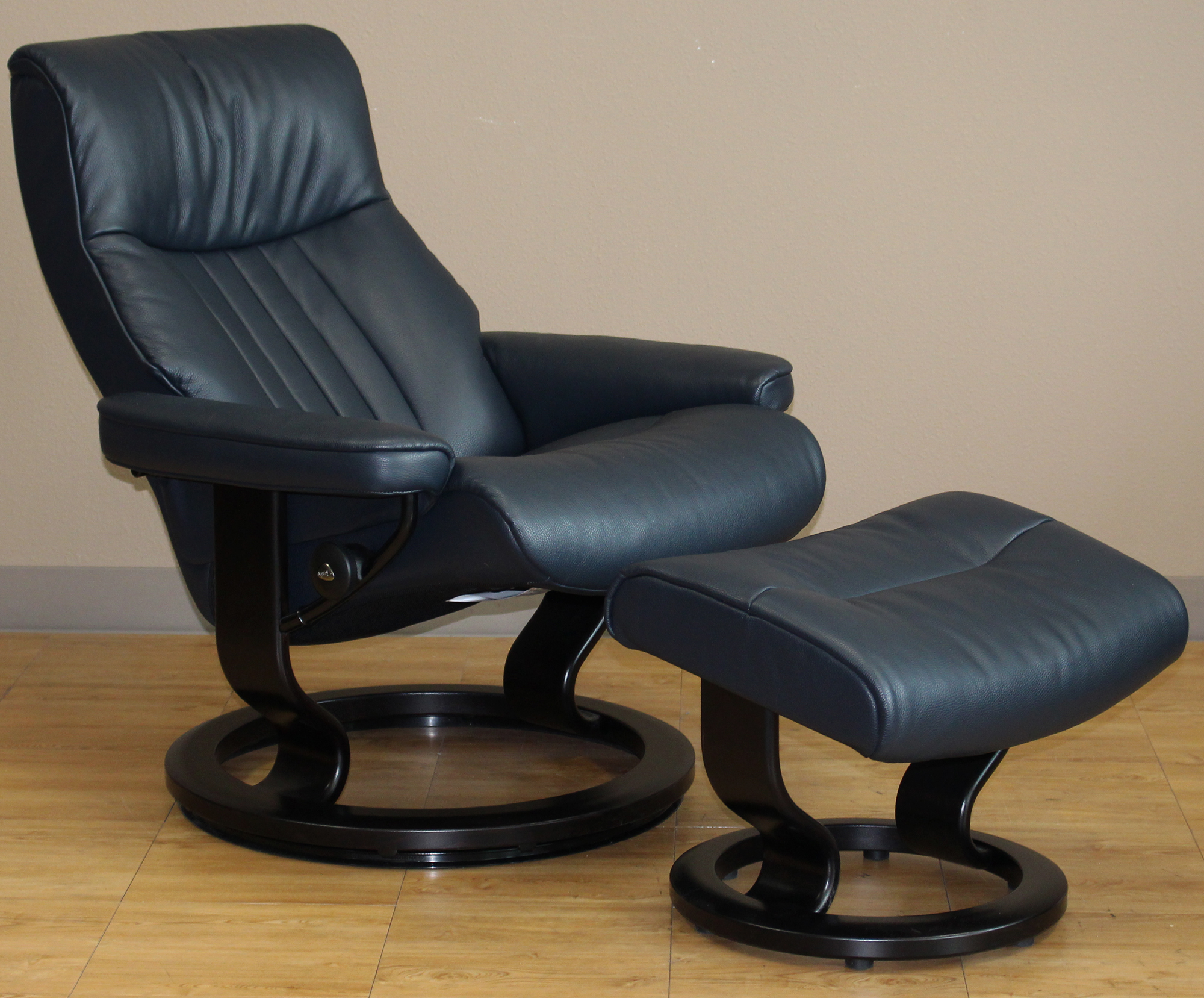 Crown Chair Stressless Crown Cori Blue Leather By Ekornes Stressless