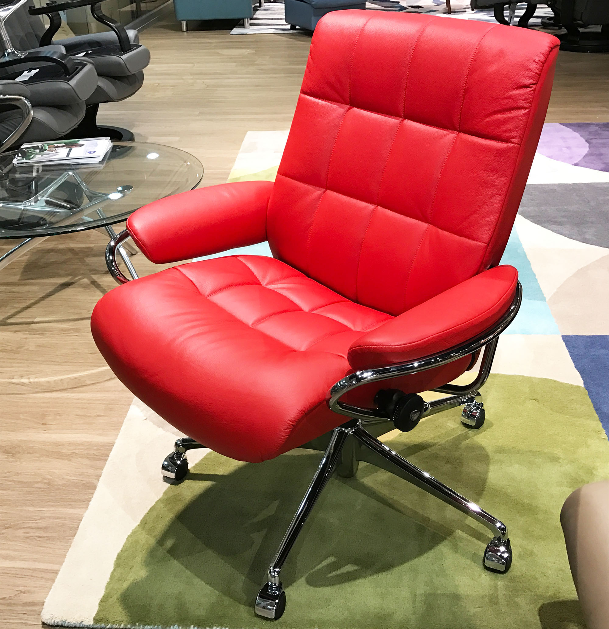 red recliner chairs makeup vanity chair with wheels stressless london low back leather in paloma tomato