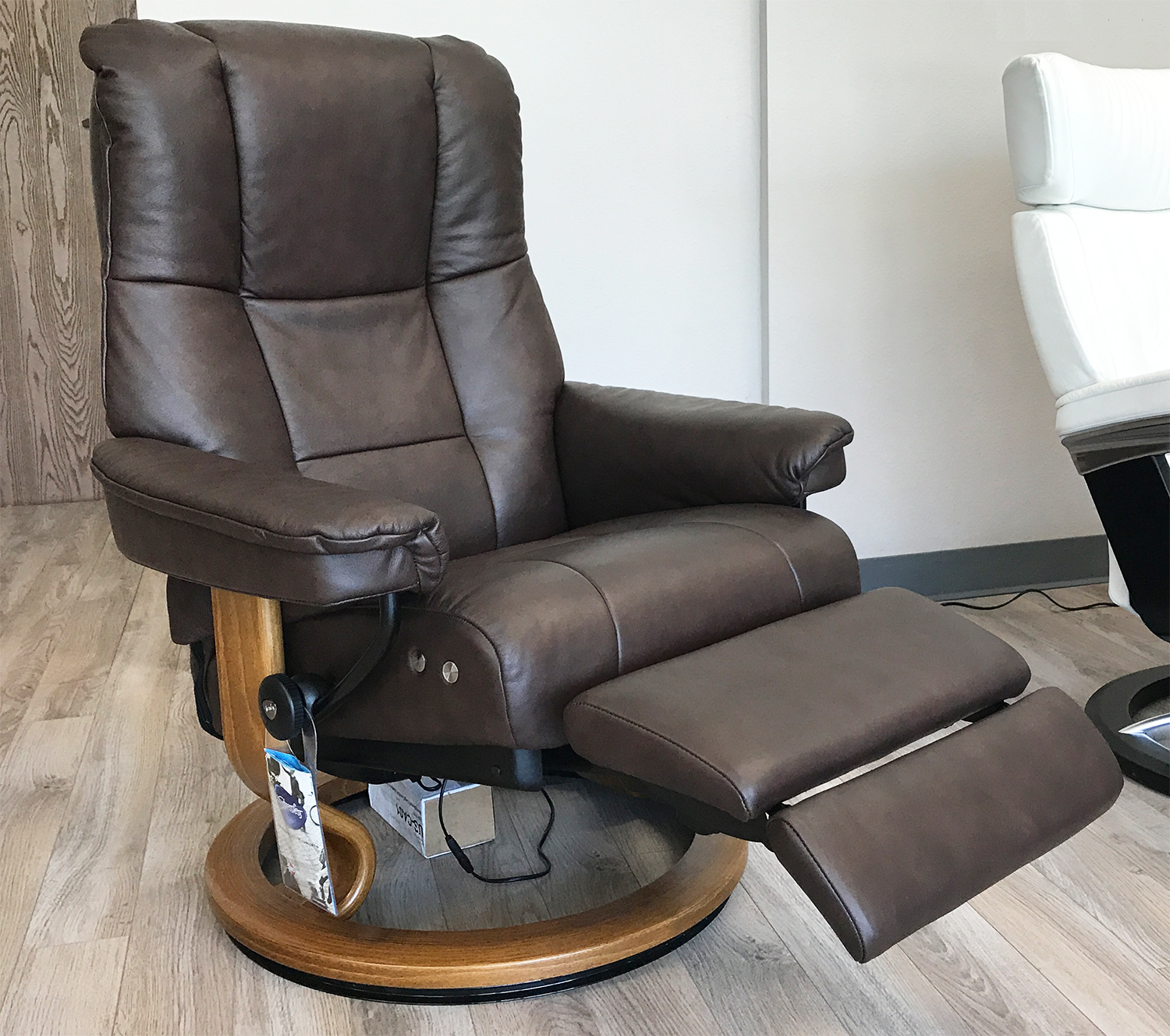 www recliner chairs chairo stressless mayfair legcomfort paloma chocolate leather