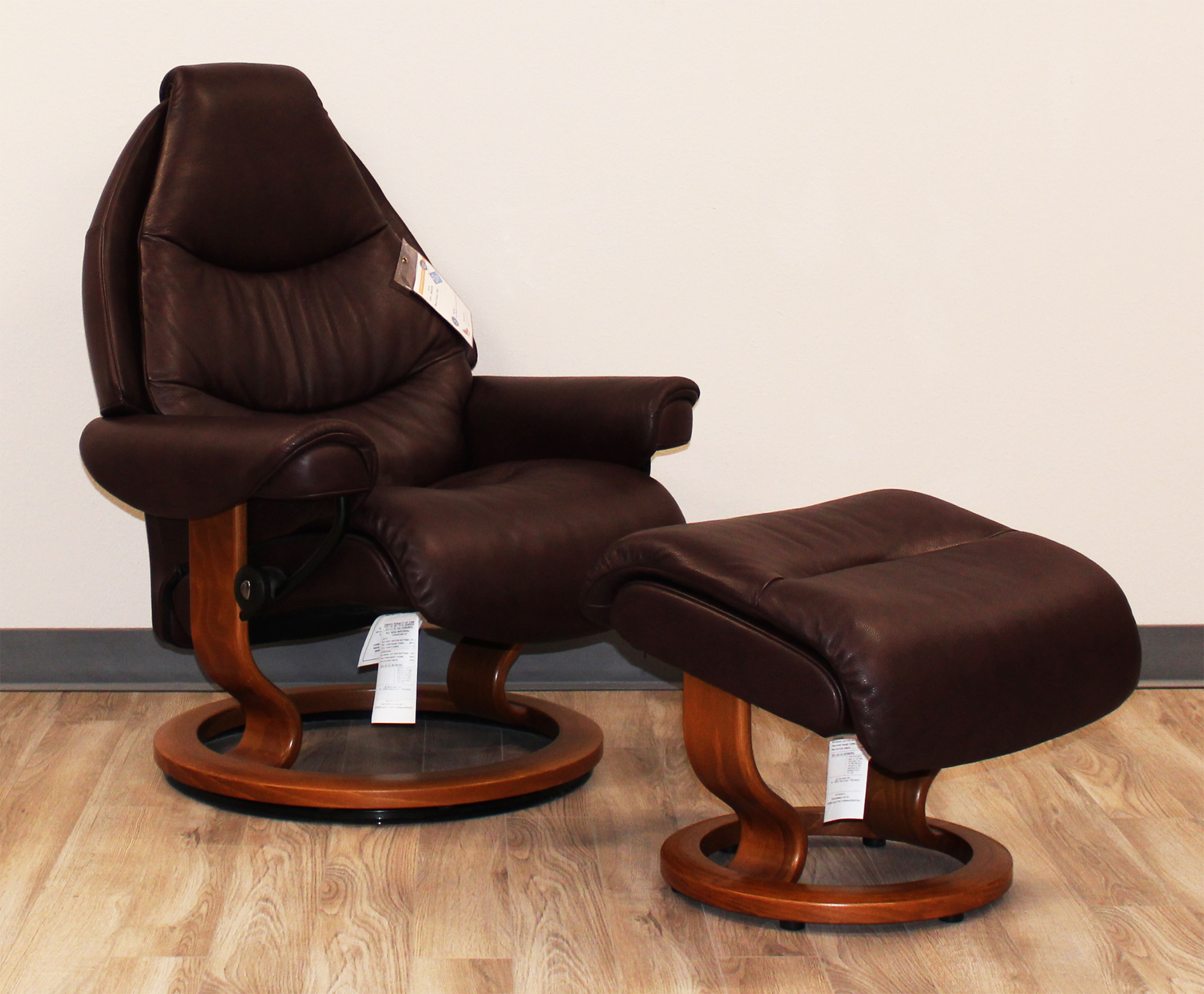 recliner vs chair with ottoman folding regina spektor chords stressless voyager and in royalin amarone premium leather by ekornes