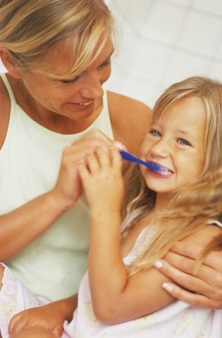 brush children teeth