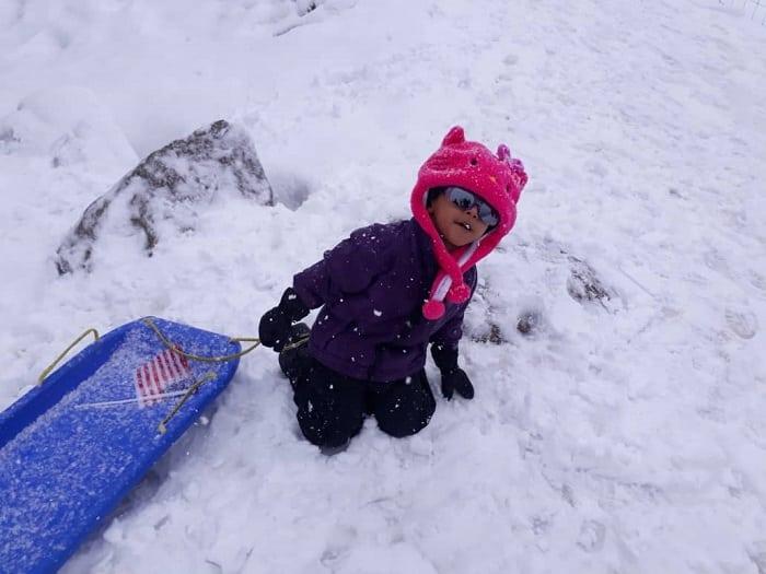 Pengalaman Bercuti Di Melbourne Dengan Anak Kecil - Main Salji Di Lake Mountain - Toboggan
