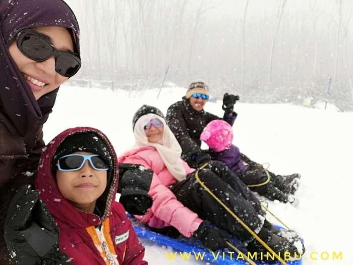 Pengalaman Bercuti Ke Melbourne Dengan Anak Kecil - Main Salji Di Lake Mountain