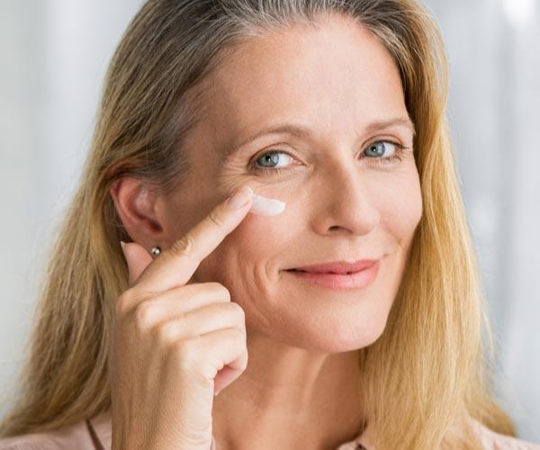 come scegliere la crema notte, idratazione notturna della pelle, trattamento antirughe