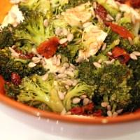 Salade hivernale : brocoli et tomates séchées
