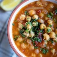 Czosnkowa zupa z ciecierzycy