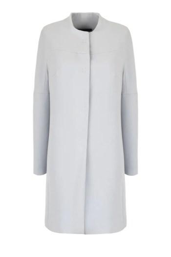 Klasyczny, błękitny płaszcz damski na wiosnę marki Vito Vergelis