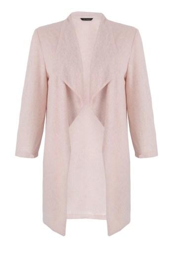 długa różowa narzutka Vito Vergelis. Dzianinowy, długi sweterek na sukienkę.