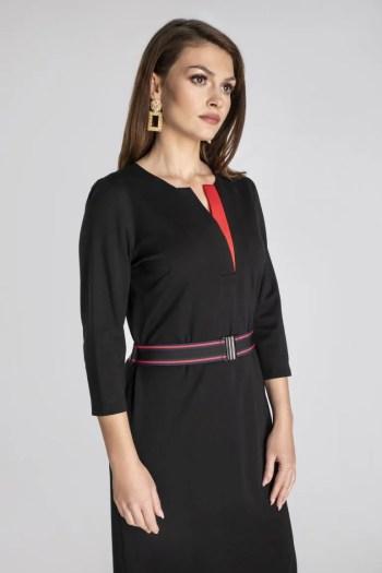 Czarna dzianinowa sukienka z czerwoną wstawką i paskiem z gumy polskiej marki Vito Vergelis