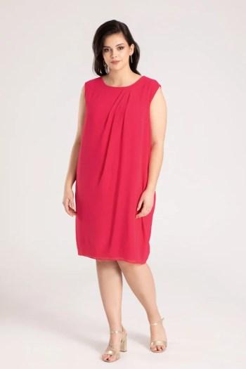 Czerwona sukienka z szyfonu bez rękawów - Kolekcja wizytowa. Sukienka plus size Vito Vergelis.