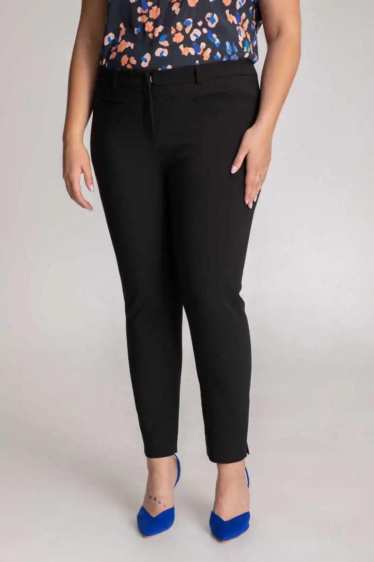 CZarne spodnie cygaretki. Elastyczne spodnie plus size polskiej marki Vito Vergelis