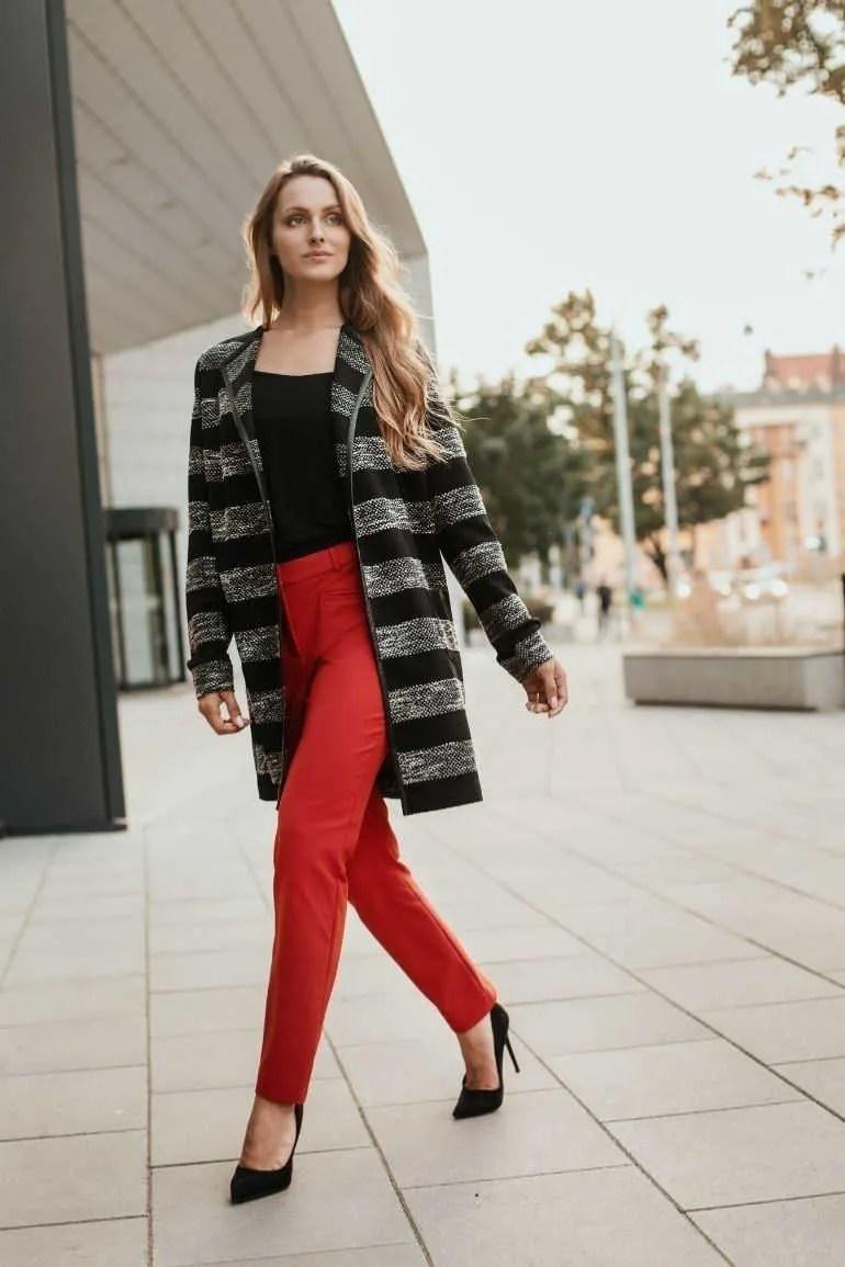 czerwone spodnie damskie. Elastyczne spodnie Vito Vergelis blezer w paski