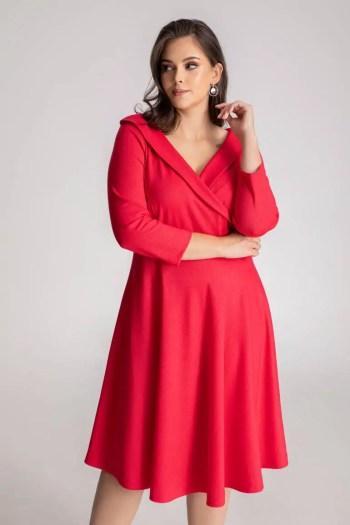 czerwona sukienka wizytowa rozkloszowana z kopertową górą marki Vito Vergelis
