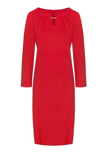 Linia wizytowa. Czerwona sukienka z długim rękawkiem, dekolt z łańcuszkiem. Sukienka Vito Vergelis