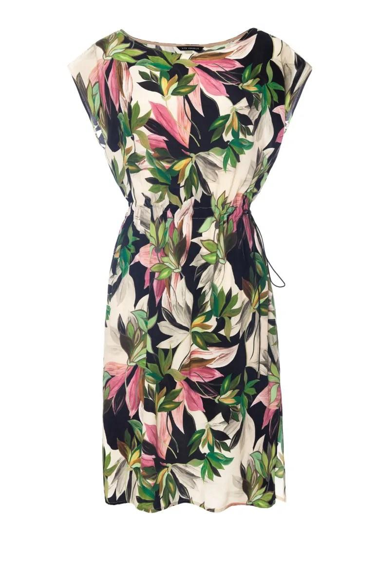 Ściągana sukienka z wiskozy cupro w nadruk liści i kwiatów marki Vito Vergelis