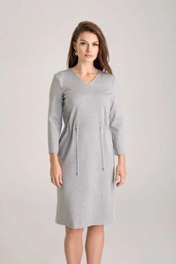 Szara sukienka dzianinowa ze ściąganiem w talii i lampasami marki Vito Vergelis