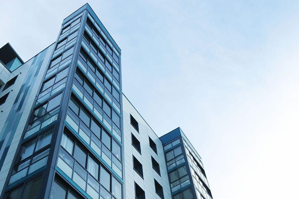 Dépannage et remplacement de vitrine pour commerces et immeubles