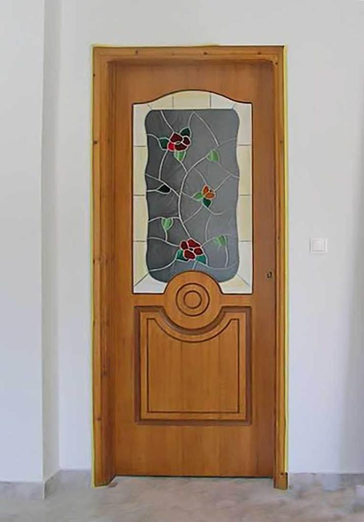 ξύλινη πόρτα με τζάμι