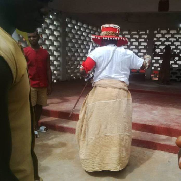 The Crown Prince performing rites at the Altar of Oba Ozolua