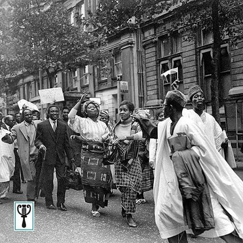 nigerian-students-celebrating-independence-day-outside-nigeria-house-in-london-1960