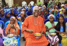 Atiku Abubakar eating rice