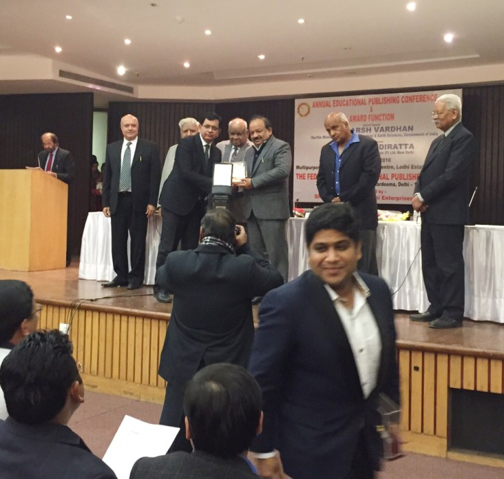 Mr. Vinod Vasishtha receiving the Best Book Award