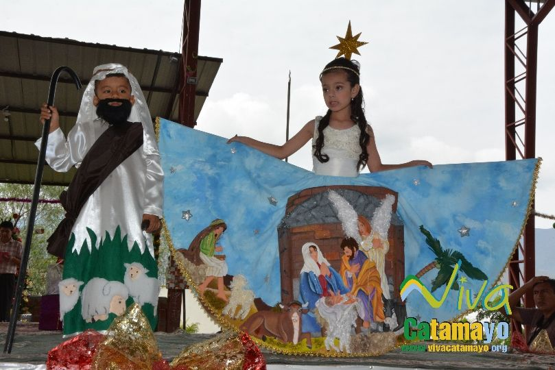 Estudiantes de la Escuela de Educación Básica Particular participan de concurso de trajes navideños y festival de Villancicos (10)