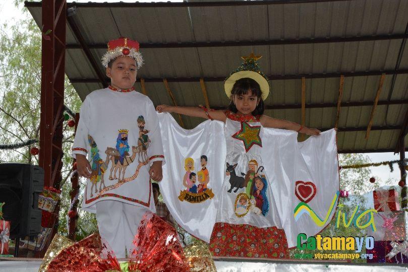 Estudiantes de la Escuela de Educación Básica Particular participan de concurso de trajes navideños y festival de Villancicos (13)